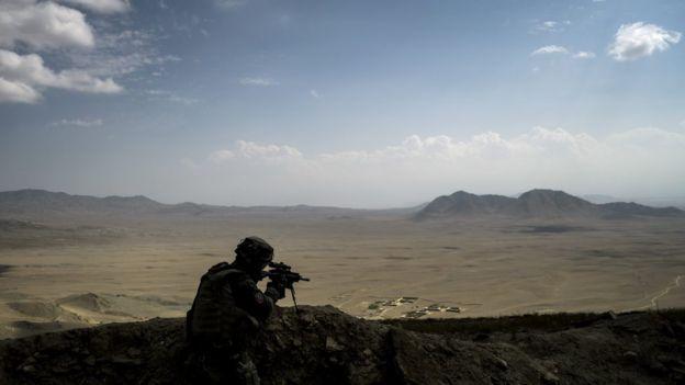 Un soldado francés asegura un perímetro el 26 de septiembre de 2012, en la provincia de Wardak en Afganistán