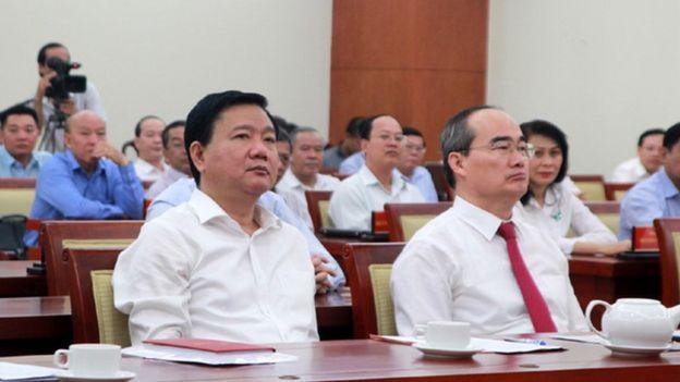Ông Thăng và ông Nhân trong lễ bàn giao ghế Bí thư Thành ủy hôm 10/05
