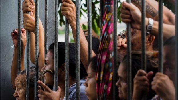 Familiares de presos em Manaus