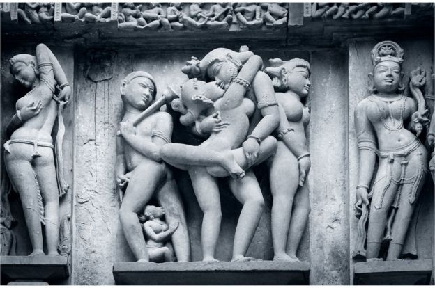 Esculturas eróticas nos templos de Khahurajo, na Índia.