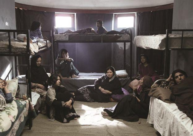 داستان این فیلم روایتی از زندگی زن جوانی به نام ثریا است که به اتهام قتل همسرش محکوم به اعدام شده است