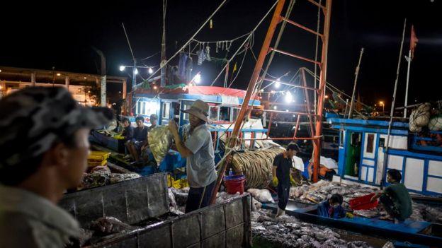Đánh bắt cá là nguồn sống của nhiều người dân các tỉnh miền Trung