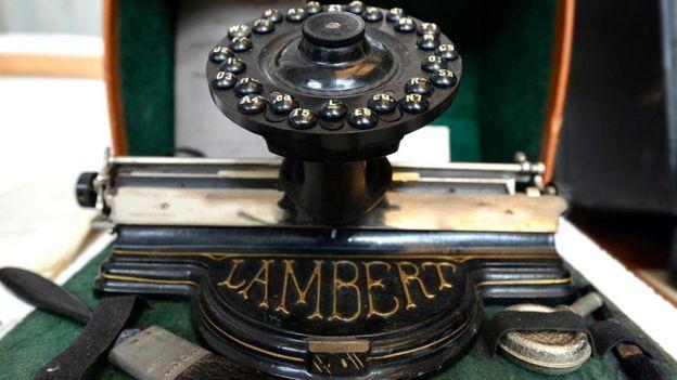 Una máquina de escribir Lambert