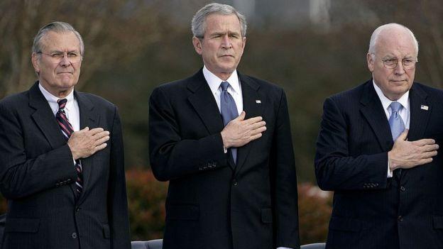 Donald Rumsfeld, George W. Bush y Dick Cheney.
