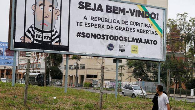 Outdoor sobre depoimento de Lula em Curitiba
