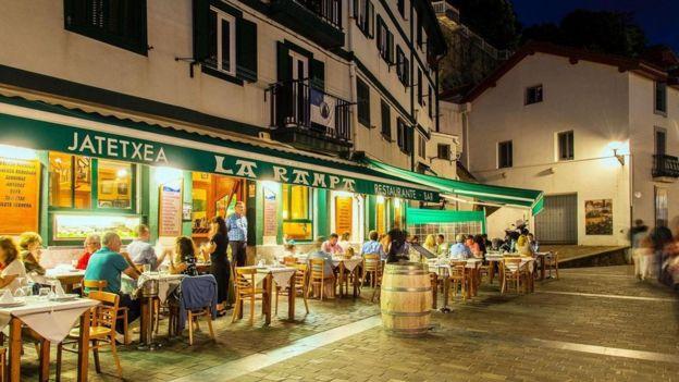 Un bar en una calle de España