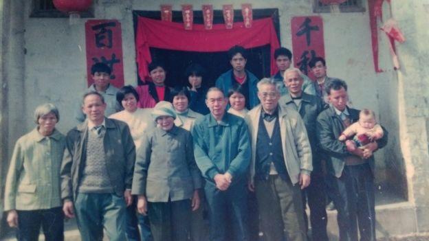 随国民党军队来台的谢姓民众90年代初期回广东探亲。