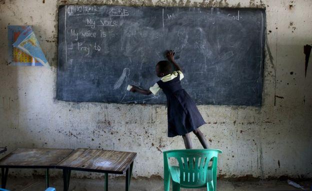 Niña en una escuela de Sudán del Sur.