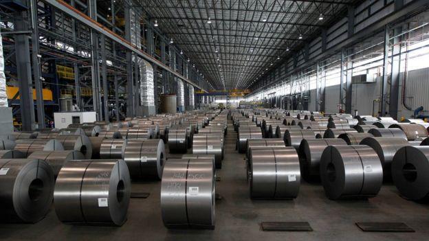 Rollos de acero en una planta en Michigan, Estados Unidos.
