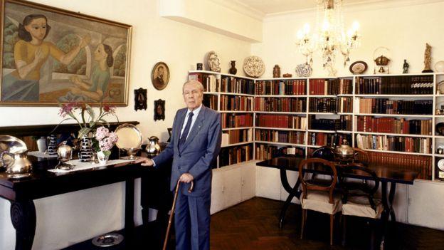 Borges en su casa en Buenos Aires en 1980