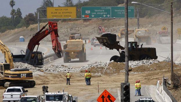 Obras en una autopista de Los Ángeles.