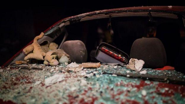 Automóvil en ruinas