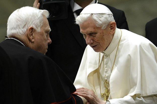 Cardenal Law y el Papa Benedicto XVI