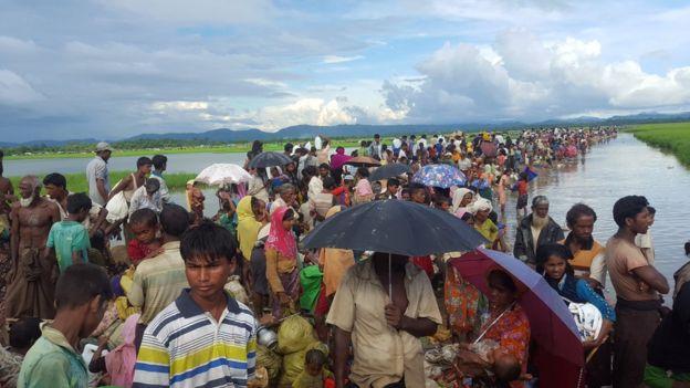 সীমান্তের কাছে শুণ্যরেখায় হাজারো রোহিঙ্গার অপেক্ষা, তাদের আটকে দিয়েছে বিজিবি