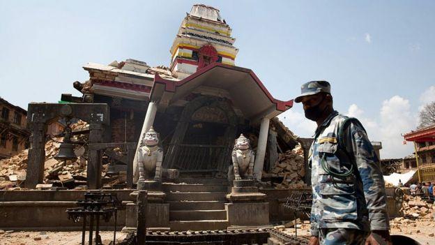 Nepal'deki depremde tapınaklar da hasar gördü