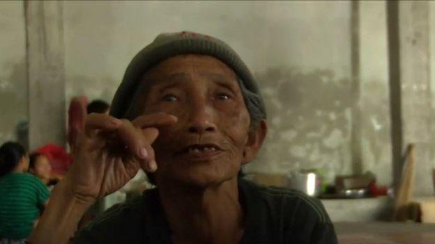 Ketut Sari habla con la BBC desde un refugio.
