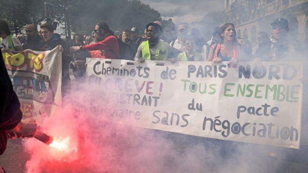 سایر تظاهرکنندگان به اصلاحات در بخش کار اعتراضا کردند