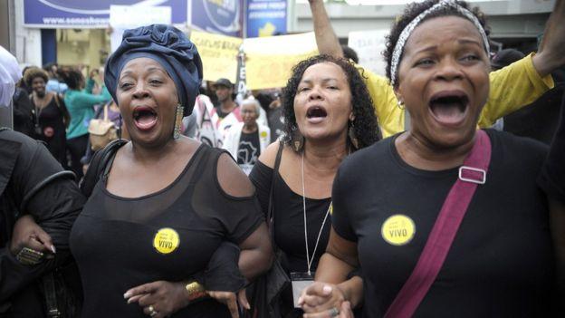 Mulheres protestam contra mortes de jovens negros