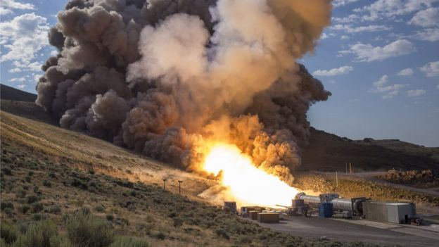 испытания двигателя для ускорителя Space Launch System в 2016 году