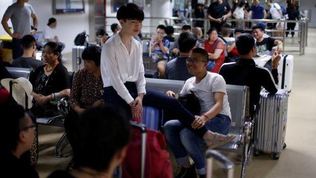 一對同性伴侶凖備在上海登上郵輪