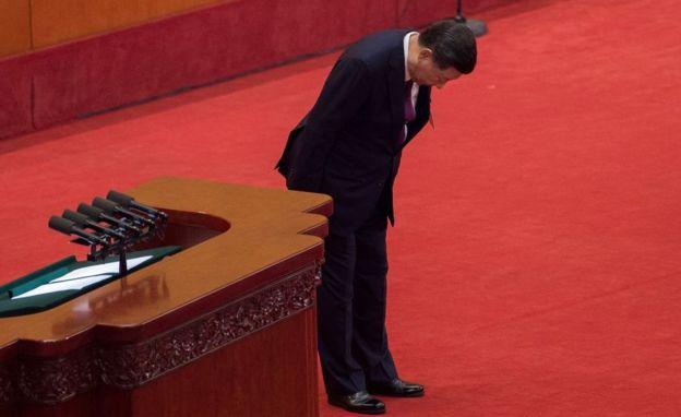 Xi Jinping saluda al congreso
