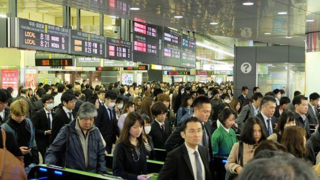 Aglomeraciones en una estación de tren de Japón.