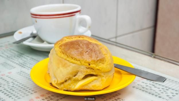 Bánh dứa là hoàn hảo đi lèm với một cốc trà chảy ra qua một túi và hoàn tất với sữa bốc hơi.