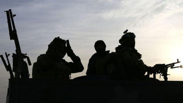 Soldados iraquianos perto da Arábia Saudita