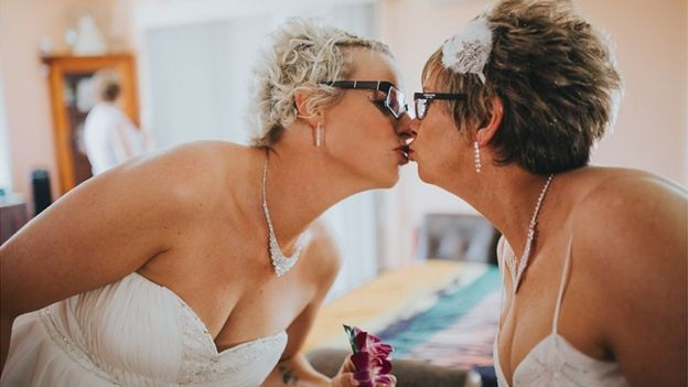 Michelle and Kelly Norris kissing