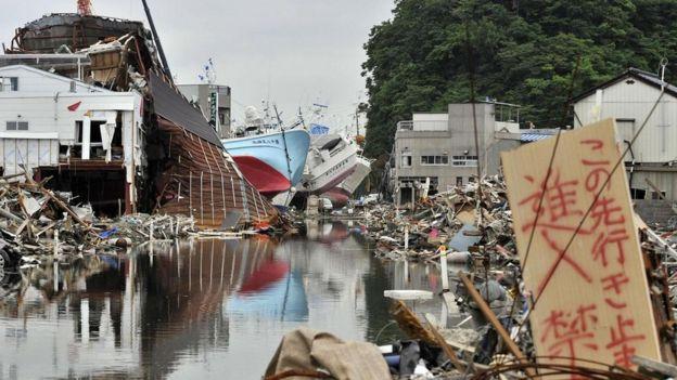 Escena de devastación tras el terremoto de Japón de 2011