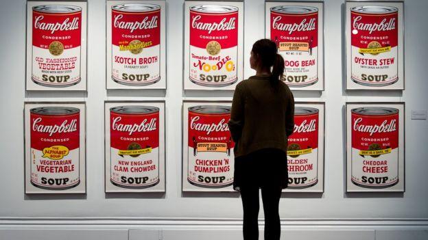 """黃林詩韻舉例,安迪·沃霍爾的""""金寶湯罐頭""""系列作品在亞洲的受歡迎程度可能不如《毛主席》。"""