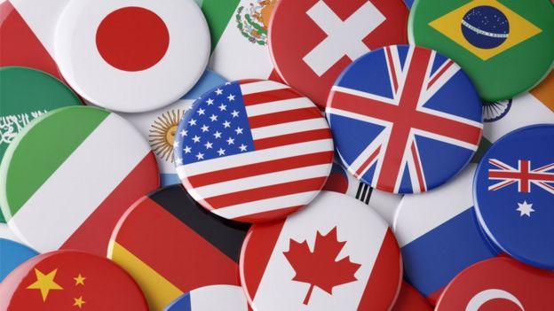 Botones con banderas de diversos países