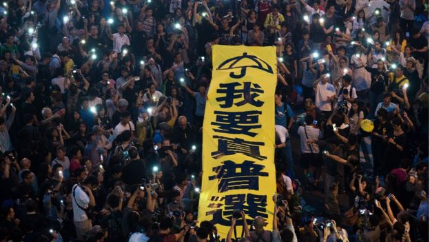 香港在2014年占中。