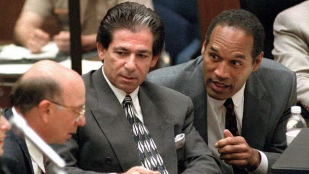 Murder defendant O.J. Simpson (R) consults with friend Robert Kardashian (C) and Alvin Michelson (L), the attorney representing Kardashian, during a hearing about Kardashian taking the witness stand in the O.J. Simpson murder case 03 May in Los Angeles.