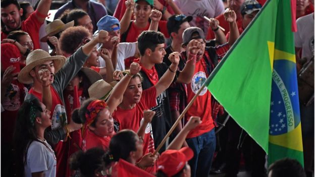 Militantes en favor de Lula