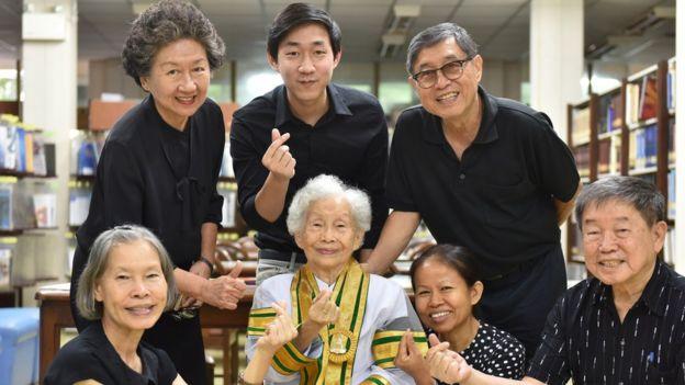 Kimlan Jinakul with family