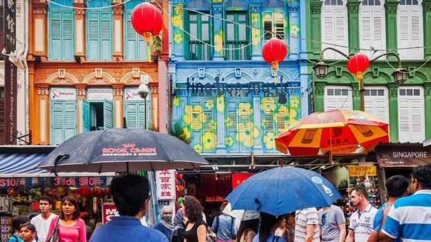 A los singapurenses les da miedo perderse de algo bueno y les encantan las ofertas.