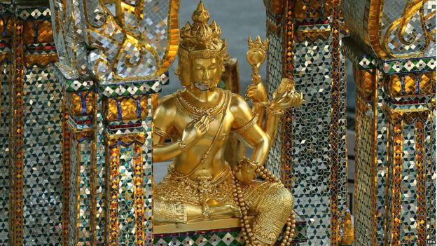 Damage to the statue of Brahma at the Erawan Shrine, Bangkok (19 Aug 2015)