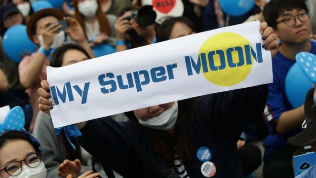 Supporters of South Korean presidential candidate Moon Jae-in of the Democratic Party of Korea, cheer during a presidential election campaign on 8 May