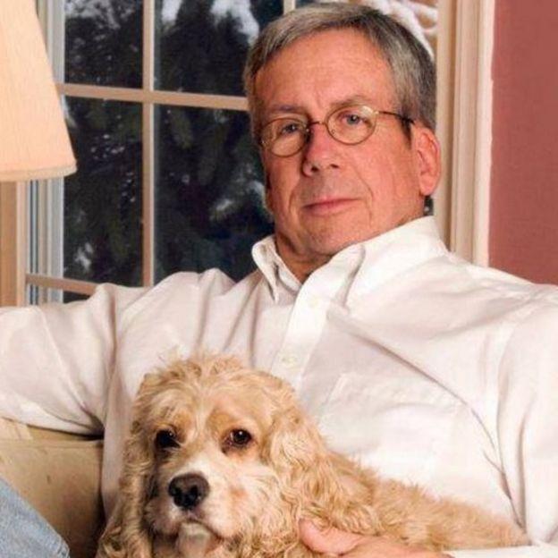 القاضي مع كلبه لاكي