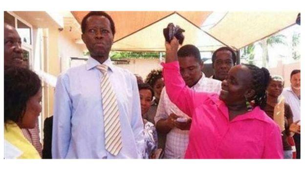 Dk Shika aliwashangaza wengi kwa mavazi yake ya kawaida mbazo hazikumuonesha kama mtu ambaye angeweza nunua nyumba za dola za Marekani milion 15 (Sh bilioni 3.2)