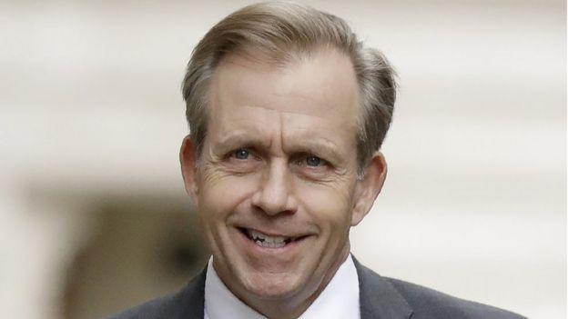Quyền Đại sứ Mỹ tại Anh Lewis Lukens