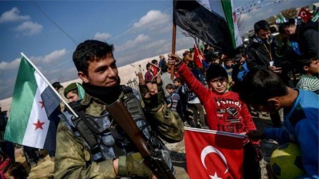 Türkiyə hərbi qüvvələri Suriyalı qiyamçı qüvvələrlə birlikdə Afrində YPG-yə qarşı vuruşur.