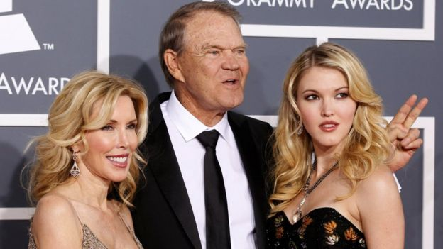 Glen Campbell with his wife Kim (L) and daughter Ashley at the Grammy Awards in Los Angeles in 2012