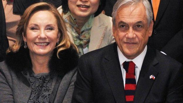 La esposa de Piñera, una de las personas con mejor imagen de su entorno, salió a defender a su marido.