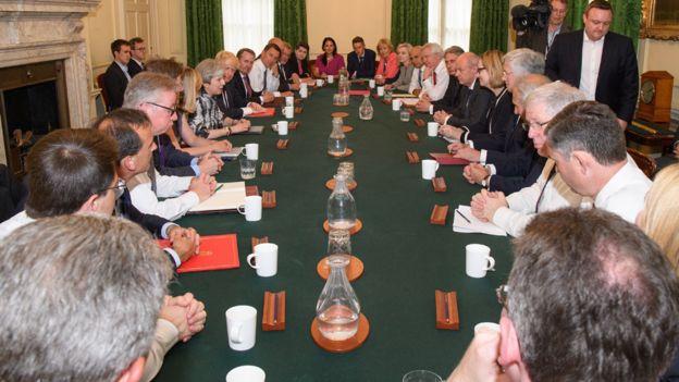 Primera reunión del nuevo gabinete del gobierno británico.