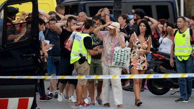 Barcelona dehşet içindeki turistler
