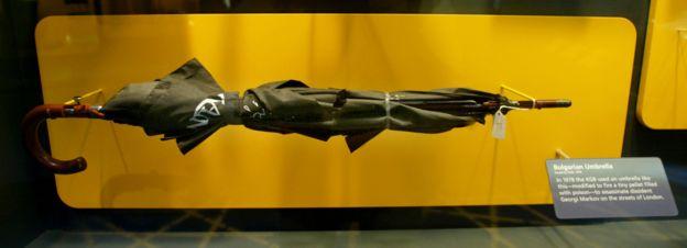 Réplica del paraguas que habría sido utilizado para asesinar a Markov en el Museo de los Espías en Washington.