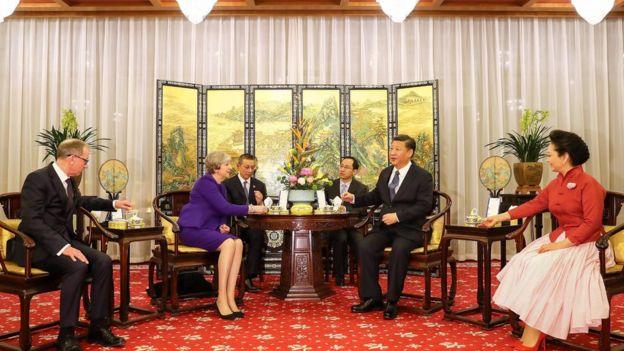 英國首相特里莎·梅夫婦訪華,與中國領導人習近平夫婦喝茶