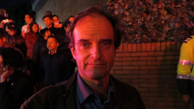 El canadiense Richard Emblin estaba en una sala de cine dentro del centro comercial cuando escuchó la detonación.